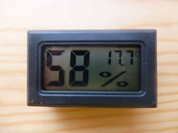DIGITAL HYGROMETER/ HUMIDITY/ TEMPERATURE TESTER, IDEAL FOR INSTRUMENT CASE, UK