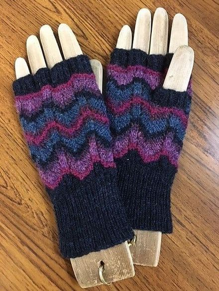 Cosmos Lace Mitts - Wilma Malcolmson