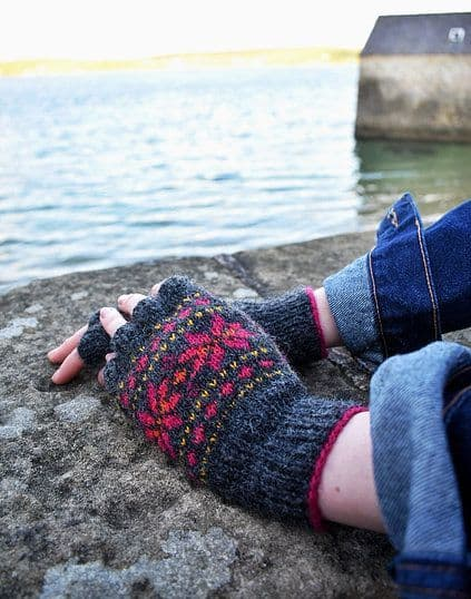 Starn Fingerless Gloves - Nicole Estelle Designs